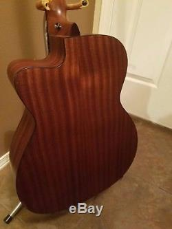 MARTIN BCPA4 Acoustic/Electric bass guitar, Fishman Preamp, built in tuner, USA